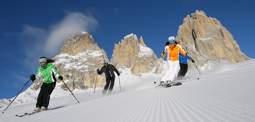 italy_dolomites_val-di-fassa_skiers.jpg